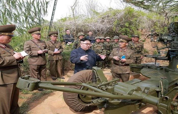 Pemimpin Korea Utara Kim Jong-un ispeksi peralatan persenjataan pasukan Korea Utara. (Foto: Rodong Sinmun)