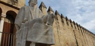 Patung Ibnu Rusyd atau Averroes di Spanyol/Foto Dickschmitt/Nusantaranews