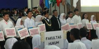 Rektor bersama mahasiswa baru/Foto Dok. Pribadi/Nusantaranews