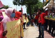 Aktifis GMNI Demo DPRD Sumenep. Foto Mahdi Al Habib/ NusantaraNews
