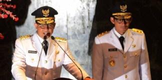 Gubernur Baru DKI Jakarta Anies Baswedan saat berpidato disampingnya Wakil Gubernur Sandiaga S Uno. Foto: Dok. merdeka.com/imam buhori