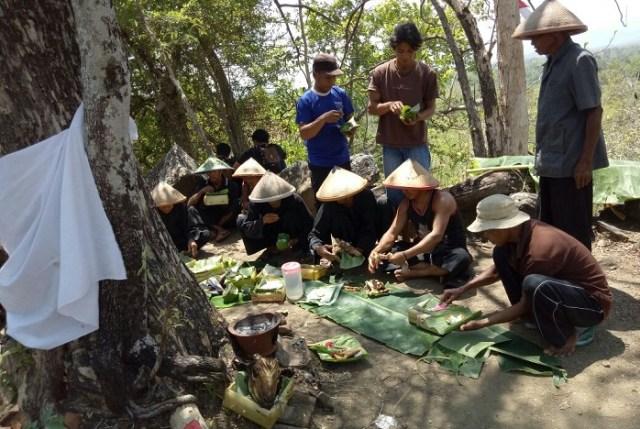 Prosese Ritual Adat Kenduri oleh Warga yang tinggal di Lereng Gunung Tengoro, Ponorogo. Foto Muh Nurcholis/ NusantaraNews