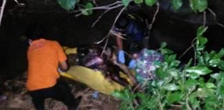 Bumi Reog Ponorogo, Jawa Timur kembali digemparkan penemuan sesok mayat di Sungai Ampo, Dukuh Kleco, RT. 02, RW. 02, Desa Babadan, Kecamatan Babadan, Kabupaten Ponorogo, Jawa Timur, Minggu (29/10). (foto: Nurcholis/NusantaraNews)