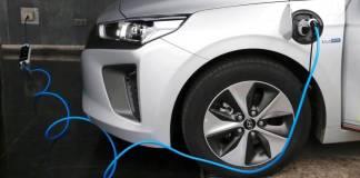 Pemerintah Inggris berencana untuk menghabiskan £ 80m untuk membangun titik pengisian listrik di sepanjang jalan raya. (Foto: Reuters)