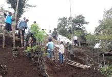 Pasang Bronjong Bersama Warga (Foto Dok. Pribadi/Nusantaranews)