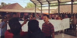 Pedagang Pasar Sumoroto Ponorogo Sampaikan Aspirasinya (Foto: Nurcholis/Nusantaranews)