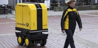 PostBOT, Robot Pengantar Surat asisten pekerja pos di Bad Hersfeld, Jerman. Foto: Dok. Wirtschaftswoche
