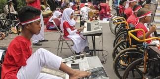Konser anak-anak penyandang disabilitas di hari Difable 2016. Foto: Dok. Antara