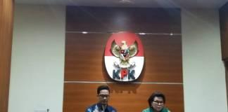 KPK menetapkan Plt Sekda Jambi menjadi tersangka terkait dugaan tindak pidana korupsi menerima atau memberikan hadiah atau janji terkair pengedahan RAPBD Provinsi Jambi TA 2017. Foto: Restu Fadilah/NusantaraNews
