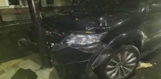 Mobil Ketua Umum Partai Golkar Setya Novanto menabrak tiang listrik saat menuju ke gedung KPK pada Kamis (16/11) malam. Foto: Istimewa