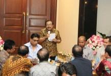 Buruh Tuntut UMK 2018 Naik, Gubernur Jatim Beber Daya Beli Masyarakat Turun. Foto Tri Wahyudi/ NusantaraNews