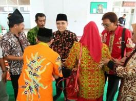 Pilgub Jatim 2018, Anas Ajak Khofifah Dan Emil Dardak Diskusi Program Cagub. Foto Tri Wahyudi/ NusantaraNews