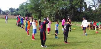 PMMD se-Kecamatan Sutojayan mengadakan coaching clinic sepak bola. Foto: Sindu Al Blitary