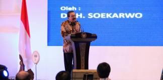 Soekarwo saat Pertemuan Tahunan Bank Indonesia 2017 dan Outlook Perekonomian 2018 di Hotel Shangri La, Surabaya, Rabu (13/12/2017). Foto: Tri Wahyudi/NusantaraNews