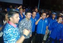 Calon wakil gubernur Jawa Timur Emil Dardak meresmikan posko pemenangan Khofifah-Emil yang didirikan Partai Demokrat di Kediri. Foto: Tri Wahyudi/NusantaraNews