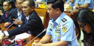 Marsekal Hadi Tjahjanto bersama Ketua Komisi I DPR Abdul Kharis (Foto: Ucok A/Nusantaranews)