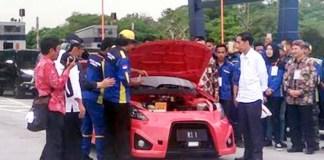 Presiden Jokowi Coba Mobil Listrik Karya ITS Surabaya/Foto: Liputan6.com