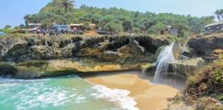 Pantai Banyu Tibo Pacitan. Foto: Jejakpiknik.com