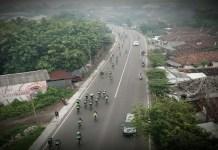 Ribuan peserta road bike yang memadati lapangan Makodam V/Brawijaya, Surabaya pada Minggu (14/1/2018). Foto: Dok. Kodam V Brawijaya