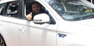 Menteri Perindustrian Airlangga Hartarto optimis Kementerian yang dipimpinnya mampu percepat pengembangan produksi kendaraan emisi karbon rendah (Low Carbon Emission Vehicle/LCEV) yang ramah lingkungan, termasuk kendaraan listrik. (FOTO: NUSANTARANEWS.CO/Humas Kemenperin)