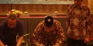 UMK dan Pemkab Rembang tandatangani MoU kerja sama, Rabu (14/2/2018). Foto: Rosidi/Nusantaranews
