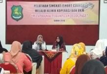 Dinas Koperasi dan Usaha Mikro Kabupaten Sumenep melakukan pelatihan membuatan decoupage. (Foto: Mahdi Alhabib/NusantaraNews)