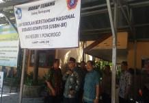 Politisi PAN sekaligus wakil ketua komisi E DPRD Jawa Timur, Suli Daim mengunjungi SMA Negeri 1 Ponorogo, Sabtu (24/3/2018). (Foto: Muh Nurcholis/NusantaraNews)