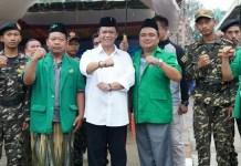 Anton Charliyan bersama anggota Banser (Foto Istimewa/Nusantaranews.co)