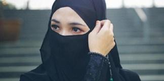 Perempuan muslimah bercadar.