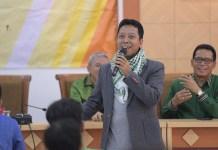 Ketua Umum DPP PPP Romahurmuziy di hadapan para mahasiswa FISIP Universitas Airlangga dalam rangka pengetahuan tentang partai politik Islam di Era Millennial. (FOTO: Istimewa/@MRomahurmuziy)