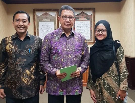 Pemenang ADAMI 2017 Shovi Maryam bersama Menteri Agama Lukman Hakim Saifuddin dan Wakil Ketua Umum PP MADANI, Gugus Joko Waskito. (FOTO: PP MADANI/Istimewa)
