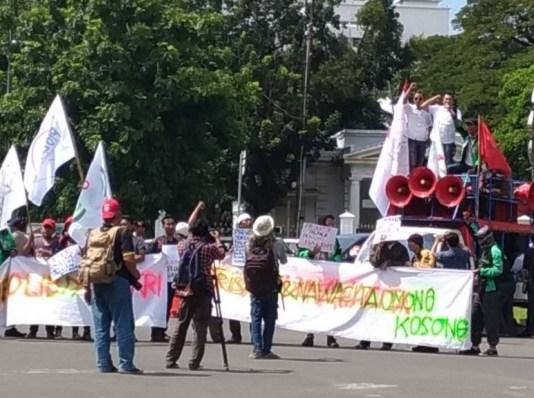 Aksi ProDEM: Rakyat Butuh Keadilan dan Kesejahteraan Bukan Dibodohi. (FOTO: NUSANTARANEWS.CO/ProDEM)