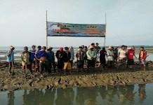 ejumlah warga Desa Gersik Putih Kecamatan Gapura Sumenep menolak tambak garam. (Foto: Kafi Hidayat/NusantaraNews)