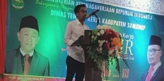Asisten Staf Khusus Kemnaker RI Nur Faizin membuka bursa kerja atau jobfair di Gedung Islami Center Bindara Saod Sumenep, Jawa Timur. (Foto: Istimewa)