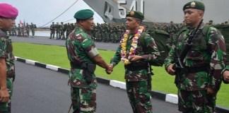 Pangdivif 1 Kostrad Mayjen TNI Ainurrahman menyambut kedatangan Satgas Pamtas Ri-PNG, 450 prajurit Yonif Para Raider 432 Kostrad. (Foto: Kostrad)