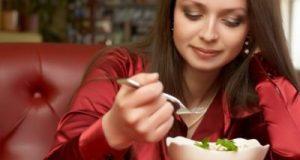 खाने-पीने की पसंद से जानें लड़कियों के नेचर के बारे में , Khaane peene ki pasand se jaane ladkiyon ki nature ke bare mein.