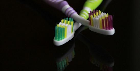 अगर टूथब्रश शेयर करते हो तो सावधान हो सकती है यह चार खतरनाक बीमारियां , Agar toothbrush share karte ho to saavdhan ho sakti hai yeh 4 khataranak bimariya