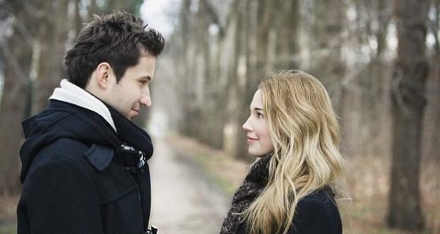 जानिये क्या होता है जब एक दूसरे से नज़रे मिलती है , Know what happens when eyes contact first time with each other
