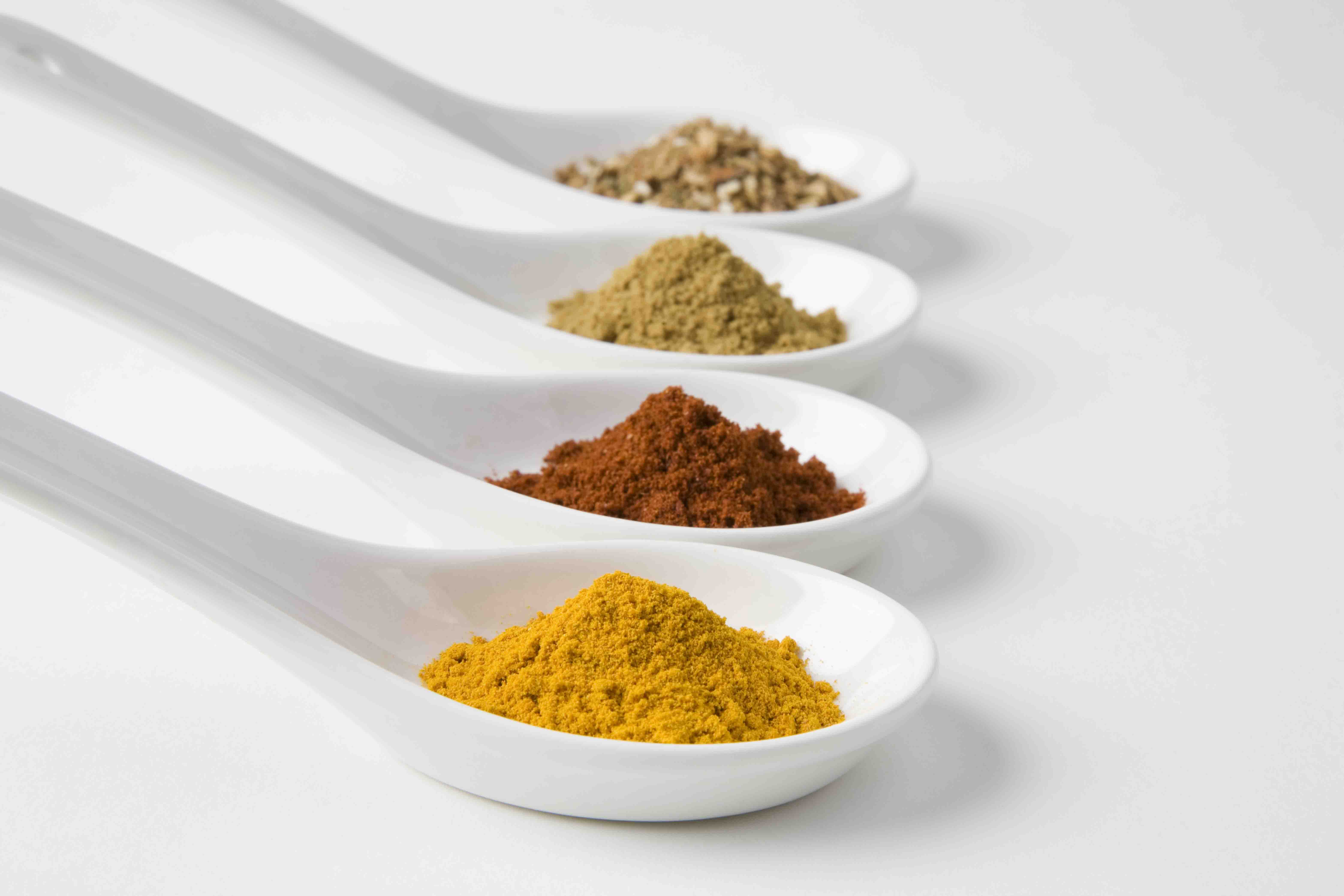 powder-spices-in spoons