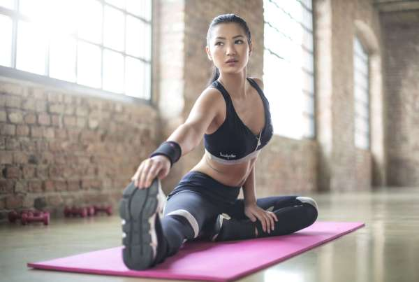 girl working out with Caffeine Free Pre-workout Supplements