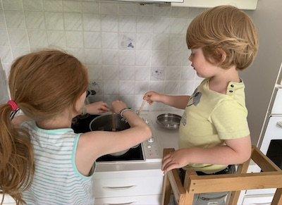 Enfants en cuisine