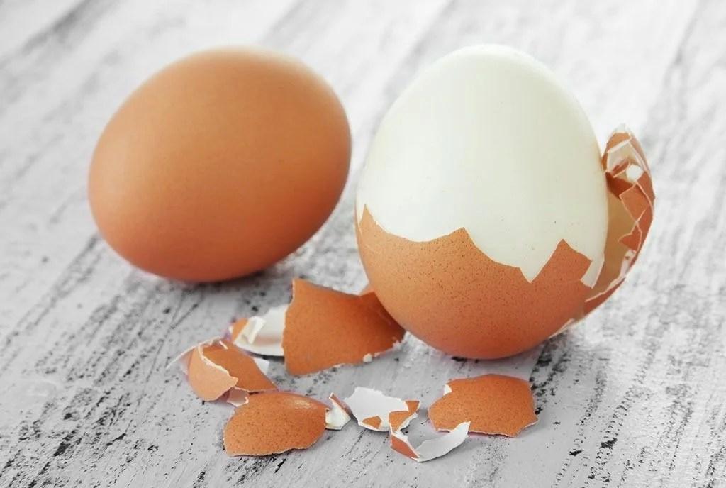 huevo-medio-pelado