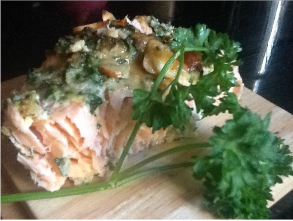 almond crusted salmon with lemon parsley