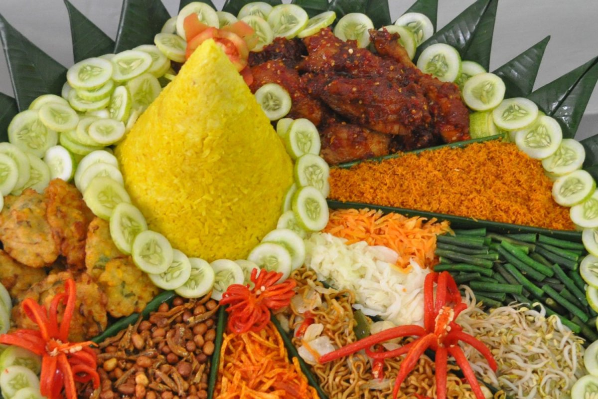 Nasi Tumpeng Hidangan Wujud Rasa Syukur  nutrisipangan