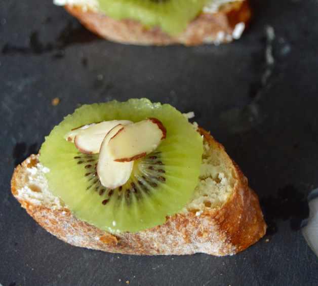 Kiwi Bruschetta
