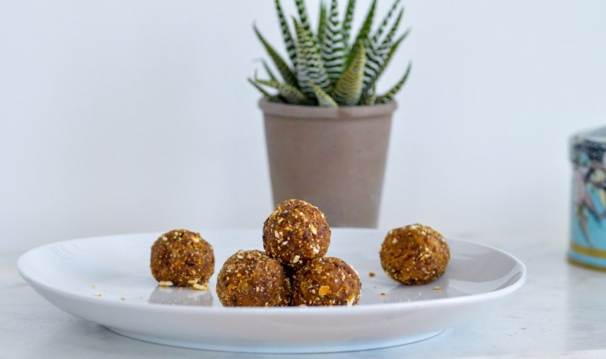 Recipe for Peanut Butter Pretzel Date Balls. Pre-workout energy balls #preworkout #vegansnack #snack #fuel