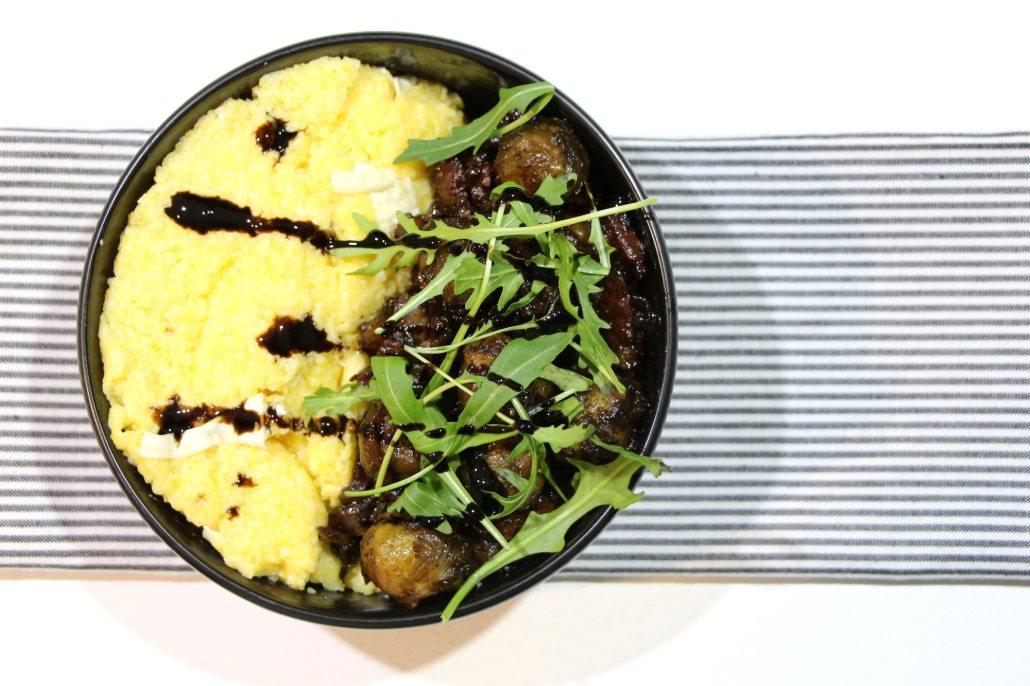 polenta crémeuse au chèvre et choux de bruxelles