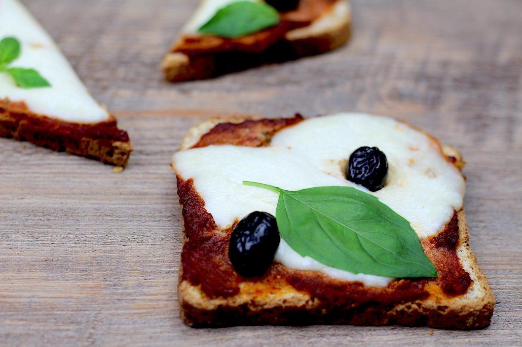 toasts façon pizza à la mozzarella