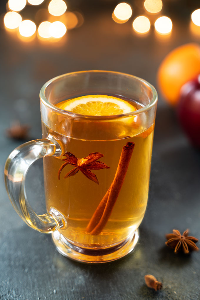 homemade apple cider with cinnamon and cloves
