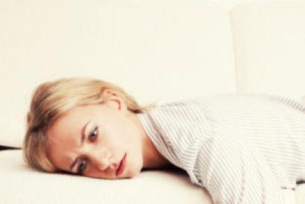 متعب امرأة الأريكة
